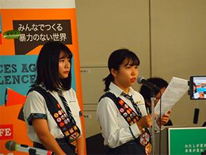 解決策を提案する女子高生ガールスカウト